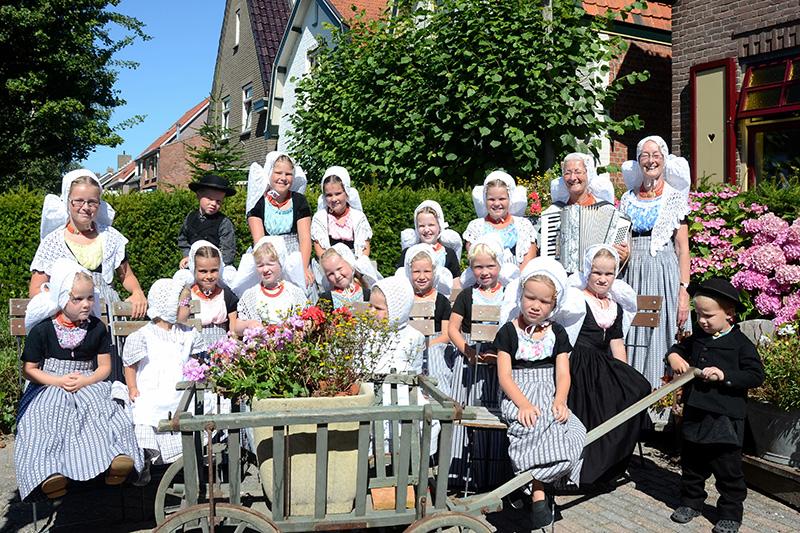 Kindergroep Dans- en Folkloregroep Medioburgum-Walacra